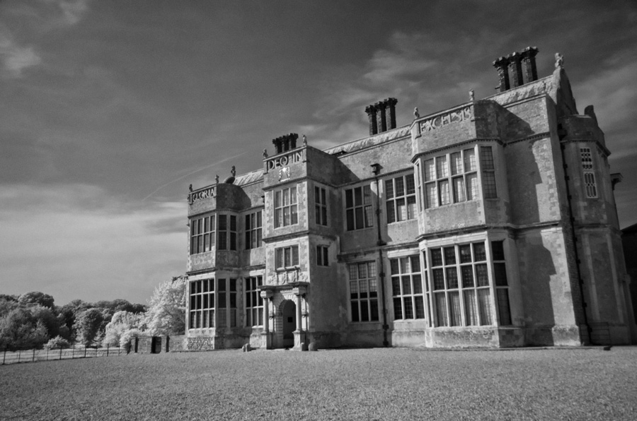 gallery_ghosts_03_Felbrigg_Hall_William_Windham_Library