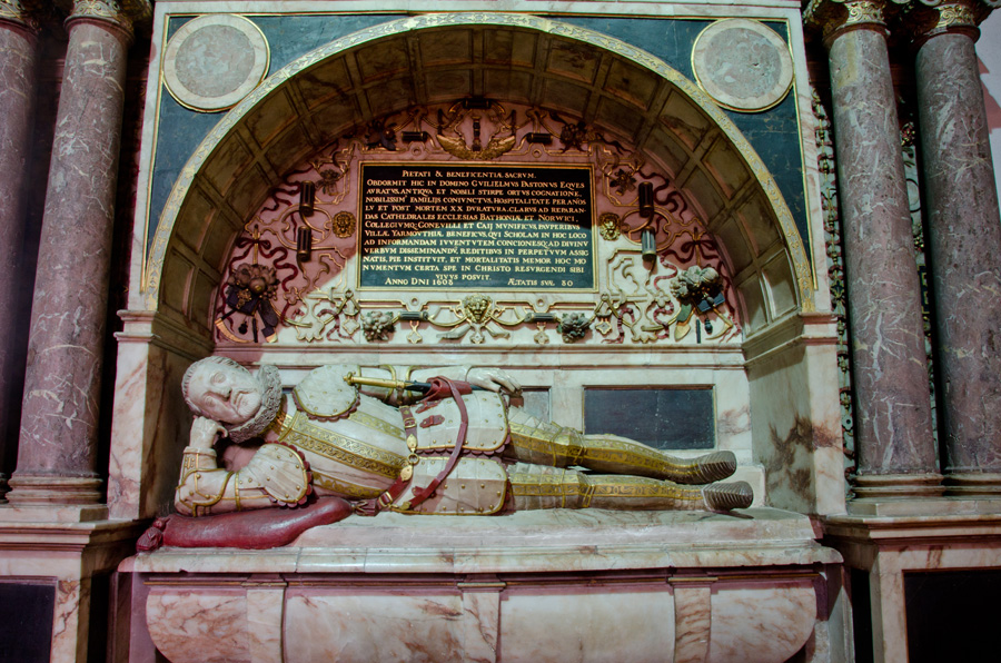 gallery_churches_22_Tomb_of_William_Paston__St_Nicholas_Church_North_Walsham