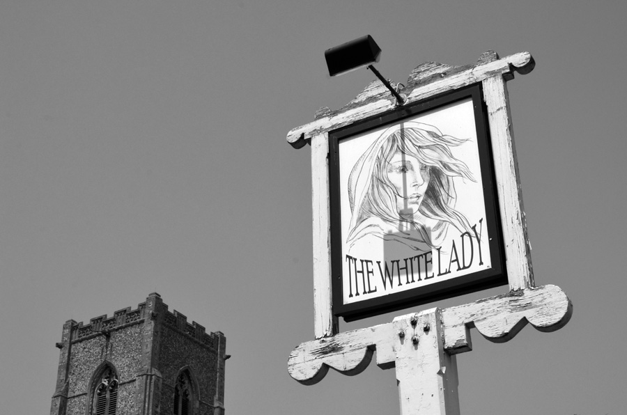 gallery_ghosts_13_The_White_Lady_Inn_Sign_Worstead